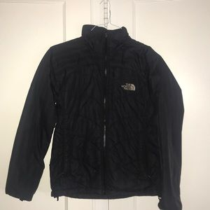 Light north face puffer jacket.
